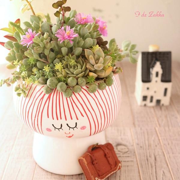 多肉植物を花瓶に寄せ植え